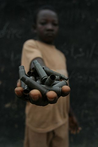 http://upload.wikimedia.org/wikipedia/commons/thumb/4/4b/Demobilize_child_soldiers_in_the_Central_African_Republic.jpg/320px-Demobilize_child_soldiers_in_the_Central_African_Republic.jpg